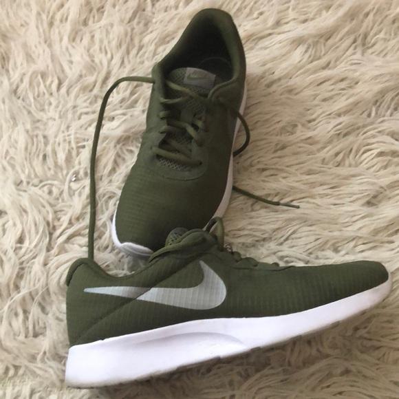 e3c02380afe1 Nike Tanjun Olive Green Women s Athletic Shoes. M 5c03fc3fd6dc527418049e50